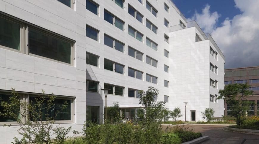 Denia Solutions Projektai Akmens fasado tvirtinimo sprendimai HALFEN Daugiabutis olandijoje