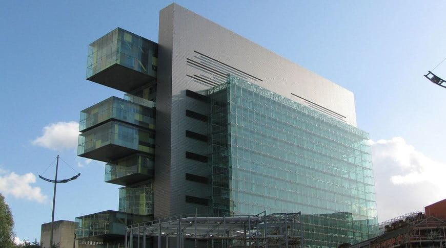 Denia Solutions Projektai Konstrukciju erdviniu rysiu sistemos HALFEN Mancesterio Civilinio Teisingumo centro pastatas